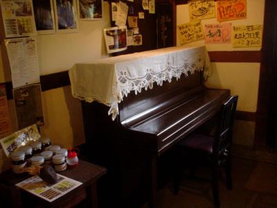 100923_piano.jpg